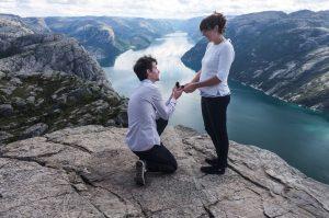 Organisez une séance d'engagement pour officialiser votre union et faire de jolies photos pour votre save the date ou votre faire part de mariage